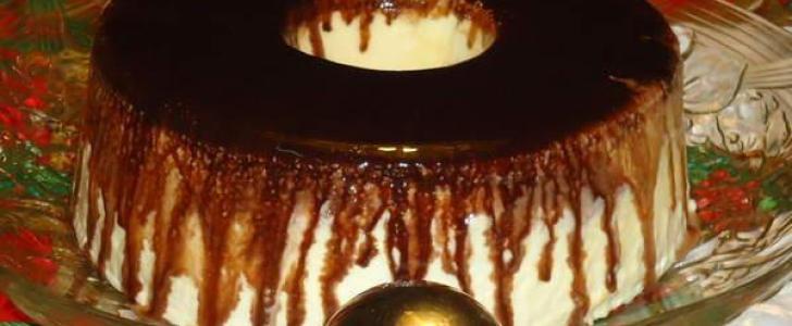 Pudim-Sorvete de Creme com Calda de Chocolate